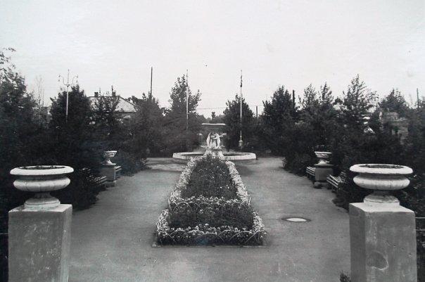 Центральный вход в сквер Шахтёра (1959 г.)