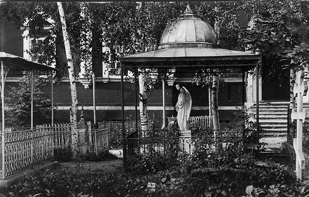 Надгробие Боклевскому, поставленное итальянцами и уничтоженное в 1950-х гг