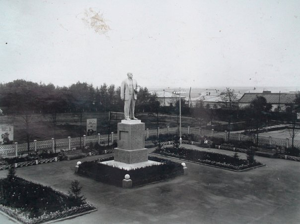 Памятник В.И.Ленину (1959 г.)