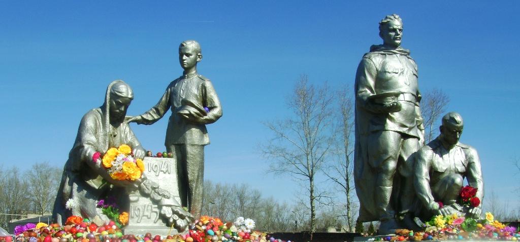 Мемориальное кладбище на пасху