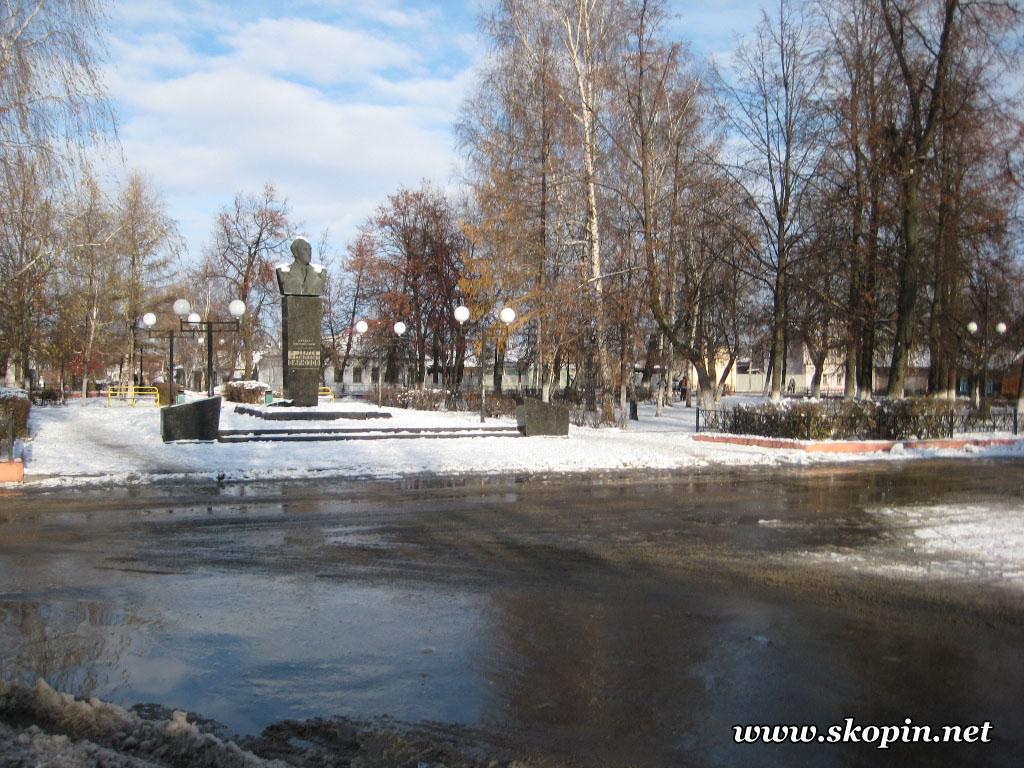 Памятник Бирюзову С.С.
