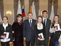 Губернатор Олег Ковалев вручил паспорта юным жителям Рязанской области